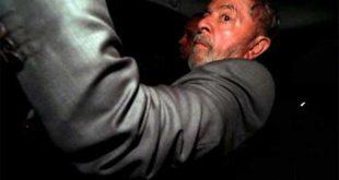 Lula pasó su primera noche en prisión en sede policial rodeada de agentes