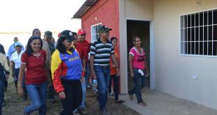 Gobernadora Carmen Meléndez entregó nuevas viviendas en el municipio Simón Planas
