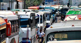 Ministro de Transporte aseguró que si hay repuestos pero el problema es de especulación